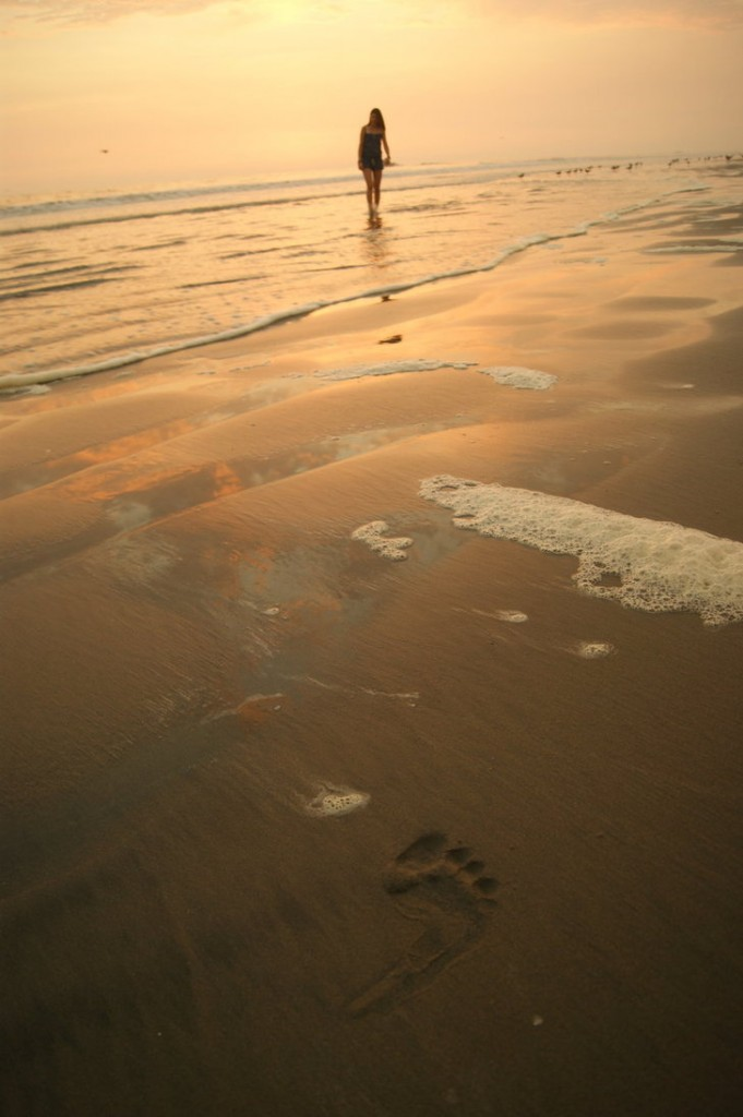 a_footprint_in_the_sand_by_naibca-d3g9eb1